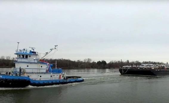 dann-ocean-towing-relief-barge-being-towed